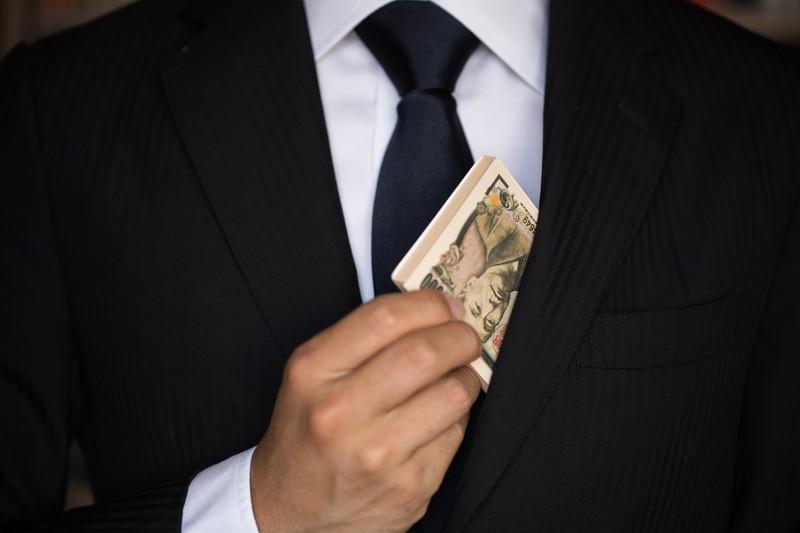 女性7割「お金ないと結婚できない」