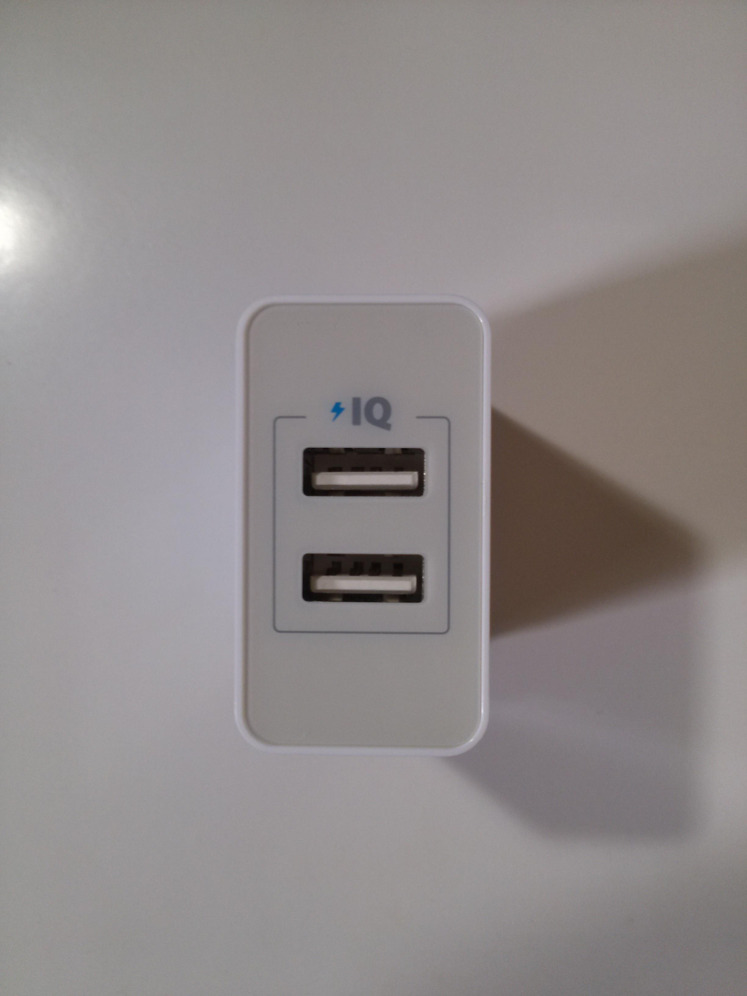 Anker_24W_2ポート_USB急速充電器_本体2